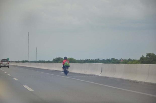 Sốc: Nghe lời Google Maps, hơn 5.000 xe máy chạy vào cao tốc TP. HCM-Dầu Giây - Ảnh 1.