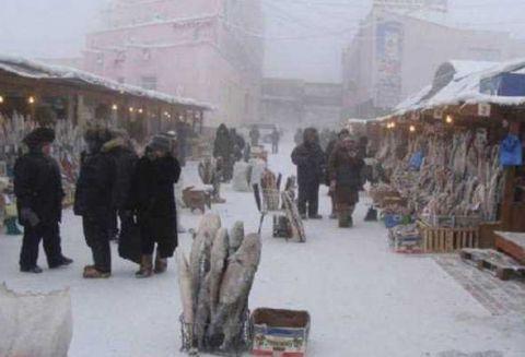 Thành phố lạnh lẽo nhất thế giới: âm 64 độ, ngoài chợ chỉ bán 1 loại thực phẩm duy nhất - Ảnh 3.