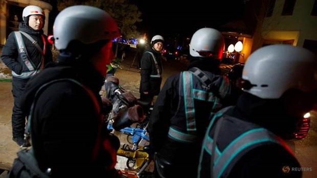 Dịch vụ chở người say rượu bia, kiếm bộn tiền ở Bắc Kinh - Ảnh 2.