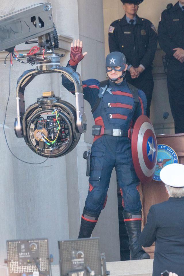 Cầm tấm khiên trứ danh trên tay, siêu anh hùng US Agent xuất hiện tại trường quay của The Falcon and The Winter Soldier - Ảnh 2.