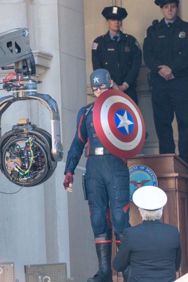 Cầm tấm khiên trứ danh trên tay, siêu anh hùng US Agent xuất hiện tại trường quay của The Falcon and The Winter Soldier - Ảnh 4.