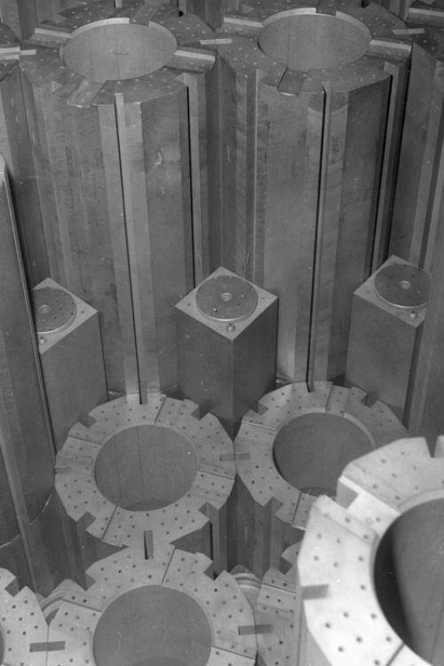Các nhà khoa học Anh sử dụng rác thải phóng xạ để tạo ra pin cung cấp năng lượng gần như vô hạn - Ảnh 2.