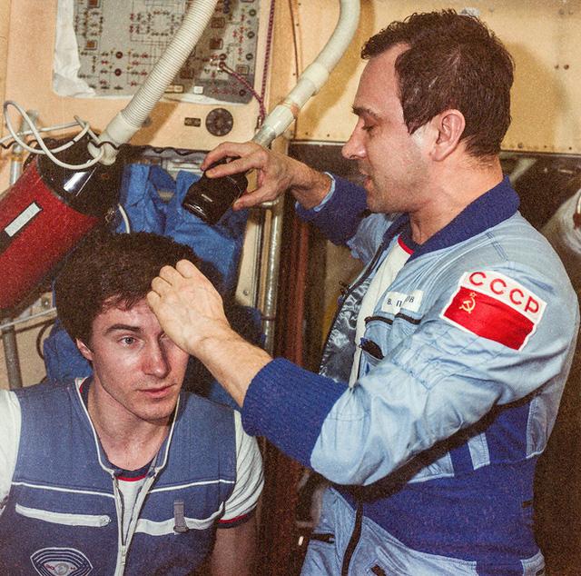 Phi hành gia số nhọ nhất thế giới: Bị bỏ rơi ngoài vũ trụ suốt 311 ngày, trở về quê hương thì hay tin đất nước mình đã không còn tồn tại - Ảnh 5.