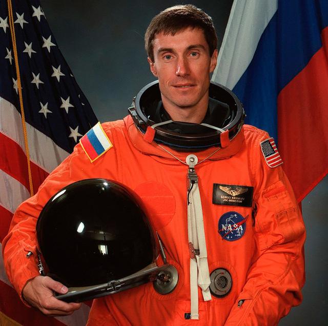 Phi hành gia số nhọ nhất thế giới: Bị bỏ rơi ngoài vũ trụ suốt 311 ngày, trở về quê hương thì hay tin đất nước mình đã không còn tồn tại - Ảnh 8.