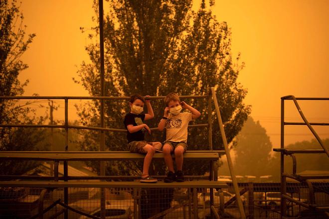 Đại thảm họa cháy rừng Úc nhìn từ không gian: Cả nước như quả cầu lửa, những mảng xanh trù phú bị thay bằng màu khói trắng tang thương - Ảnh 29.
