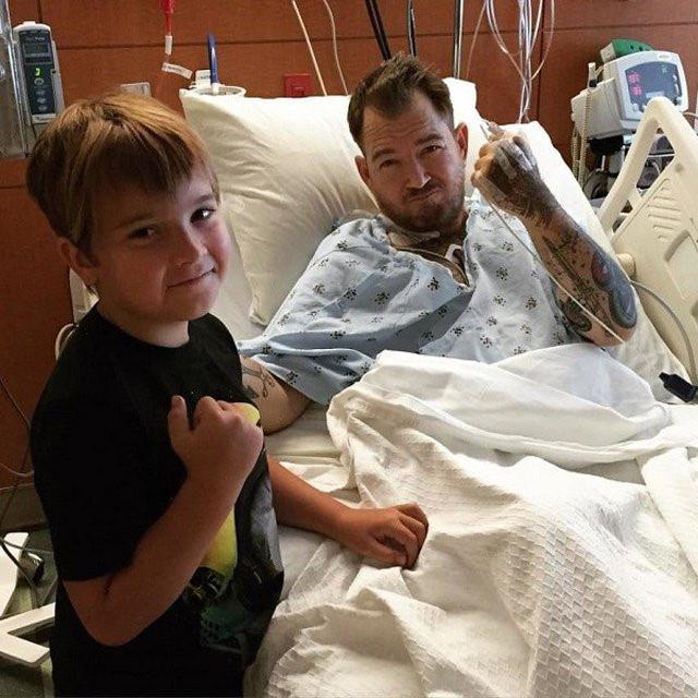 Cuộc sống hiện tại của cậu bé ảnh chế đình đám một thời: Gia đình gặp biến cố, nhờ một bức ảnh mà cứu sống được bố - Ảnh 4.