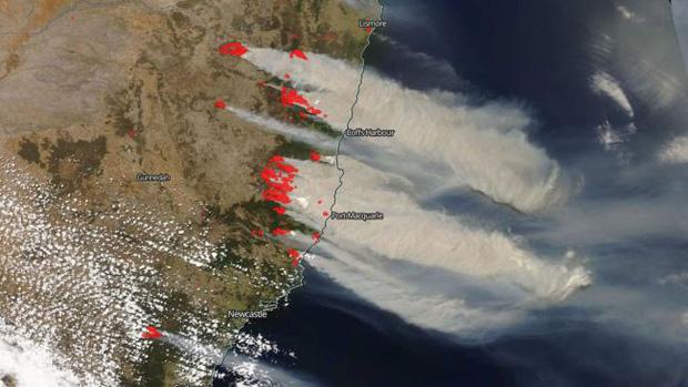 Đại thảm họa cháy rừng Úc nhìn từ không gian: Cả nước như quả cầu lửa, những mảng xanh trù phú bị thay bằng màu khói trắng tang thương - Ảnh 4.
