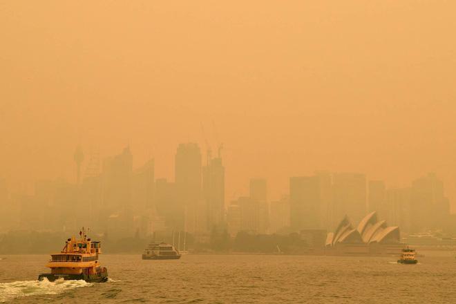 Đại thảm họa cháy rừng Úc nhìn từ không gian: Cả nước như quả cầu lửa, những mảng xanh trù phú bị thay bằng màu khói trắng tang thương - Ảnh 34.