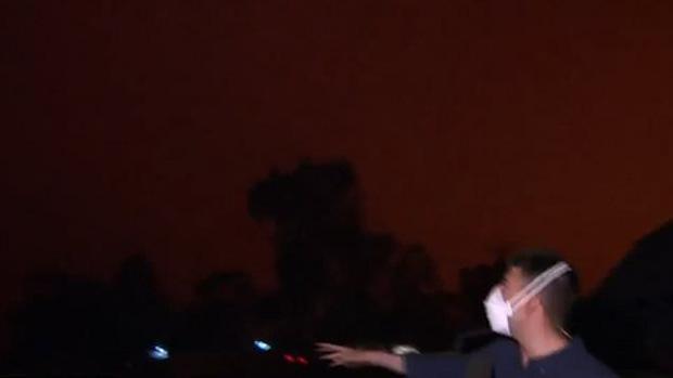Bầu trời Australia chuyển màu đen kịt như mực ngay giữa trưa, thảm hoạ cháy rừng kinh hoàng ngày càng chuyển biến xấu - Ảnh 5.