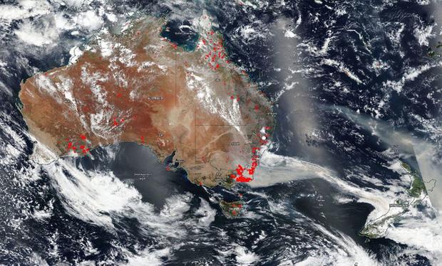Đại thảm họa cháy rừng Úc nhìn từ không gian: Cả nước như quả cầu lửa, những mảng xanh trù phú bị thay bằng màu khói trắng tang thương - Ảnh 7.