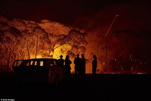 Đại thảm họa cháy rừng Úc nhìn từ không gian: Cả nước như quả cầu lửa, những mảng xanh trù phú bị thay bằng màu khói trắng tang thương - Ảnh 9.