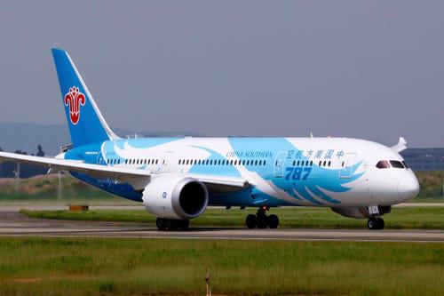 16 hãng hàng không có máy bay được sơn đẹp nhất - Ảnh 6.