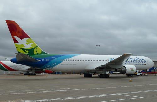 16 hãng hàng không có máy bay được sơn đẹp nhất - Ảnh 13.