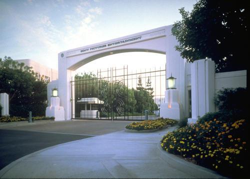 Tỷ phú Mỹ âm mưu chia tách Sony 2