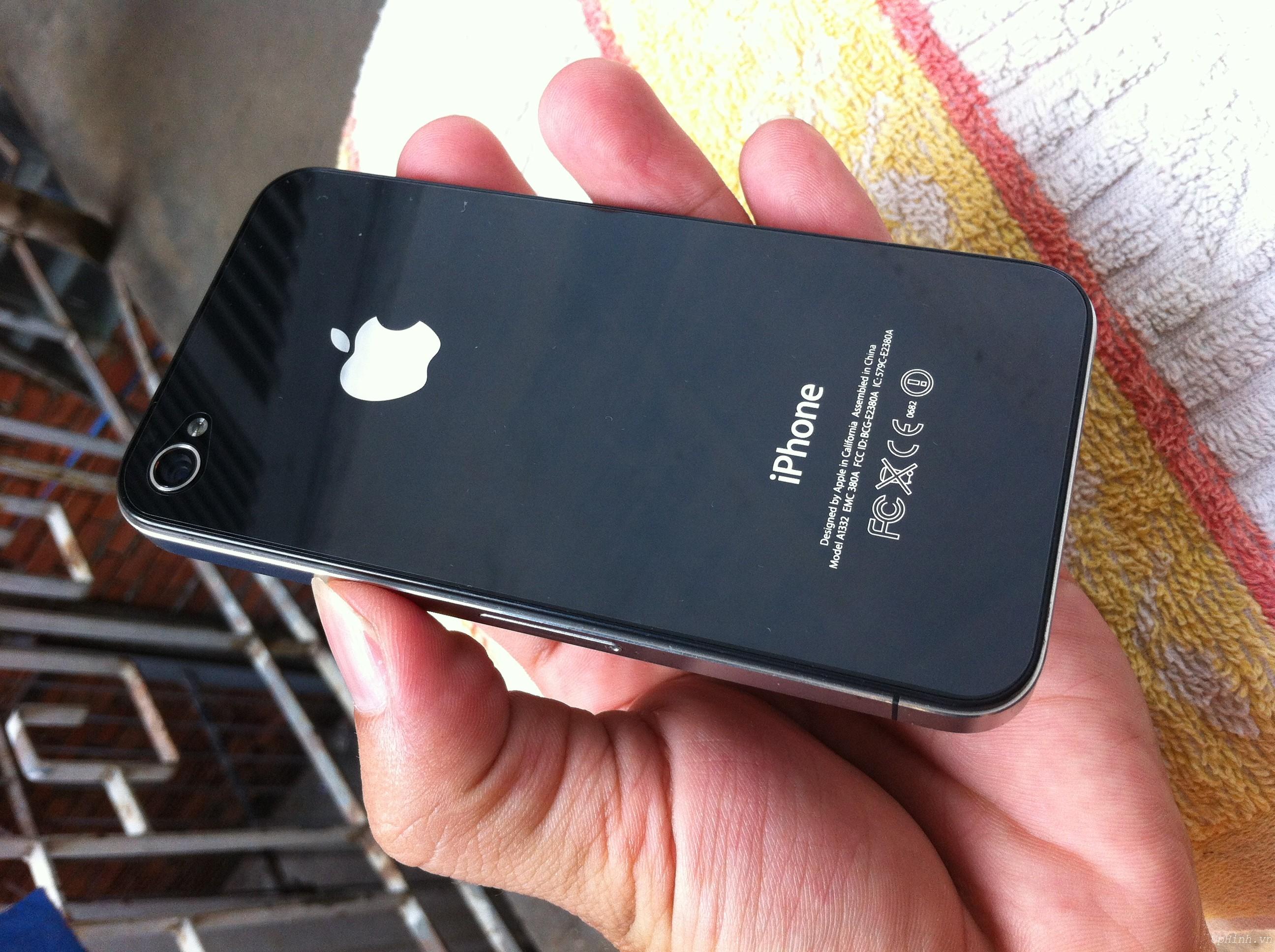 Bị người quen trả đũa chỉ vì tôi không bán iphone 3