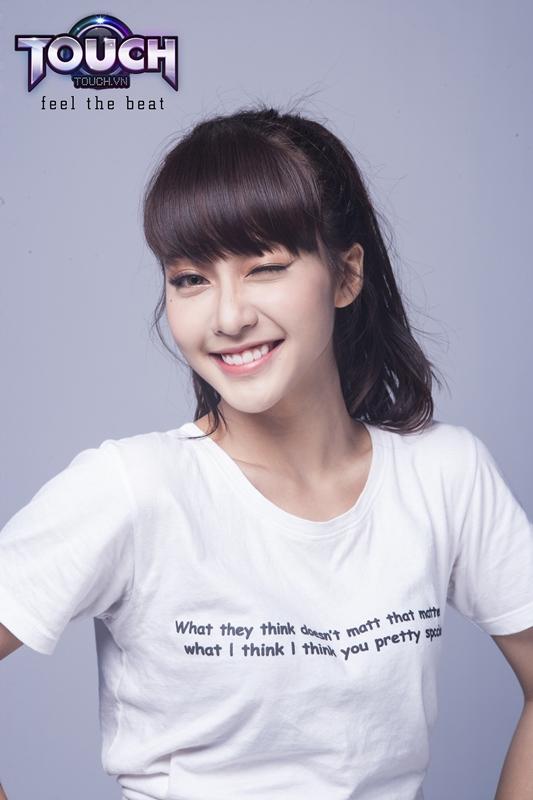 Hot girl Khả Ngân trở lại làm đại sứ game cho TOUCH? 3