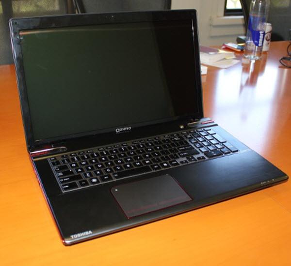 Toshiba làm mới laptop chơi game Qosmio X875 với ổ lai 2