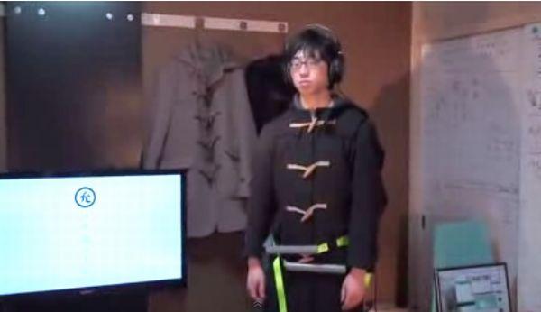 """Sinh viên Nhật Bản chế tạo áo ôm eo dành cho người """"độc thân"""" 1"""