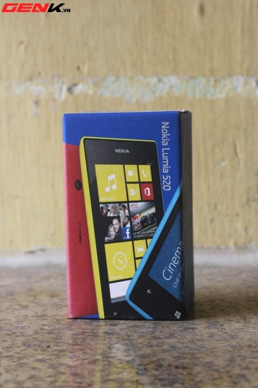 Đập hộp Nokia Lumia 520 chính hãng tại Việt Nam 2