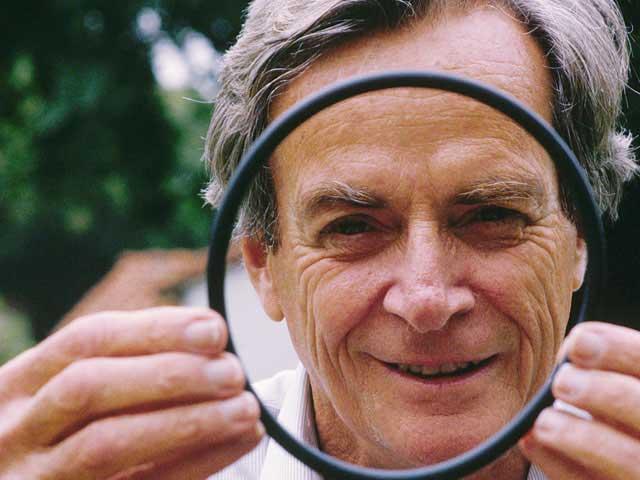 Richard Feynman là người đầu tiên đặt nền móng cho công nghệ nano, nhưng phải tới 20 năm sau người ta mới thực sự nghiên cứu và phát triển công nghệ này.