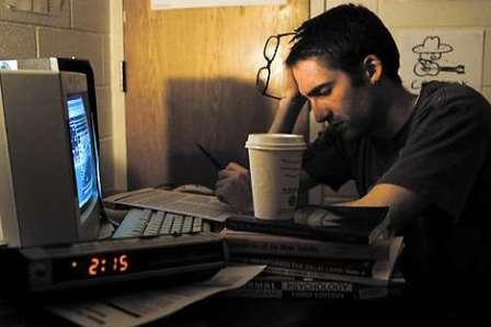 Thức đêm học bài luôn là điều khó khăn đối với mọi sĩ tử