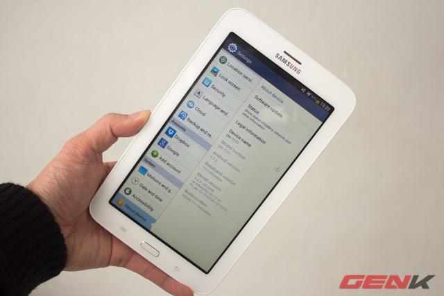 Máy có mã SM-T111 (3G) và T110 (Wi-Fi) và chạy hệ điều hành Android 4.2.2