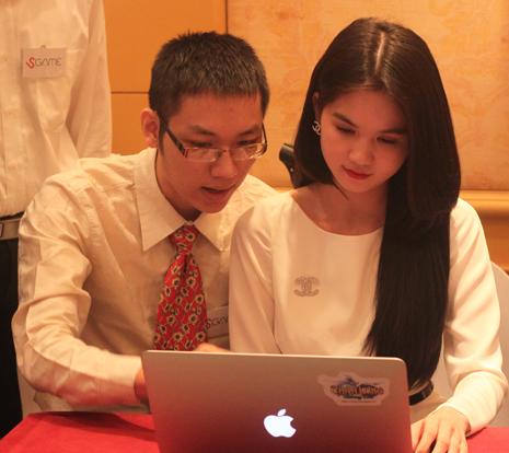 Anh Nguyễn Thành Trung (bên trái).