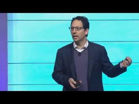 Giám đốc marketing của Microsoft, ông Chris Capossela.