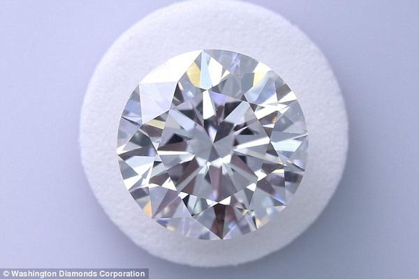 Kim cương nuôi trong phòng thí nghiệm có độ bền và đẹp sánh ngang với kim cương tự nhiên