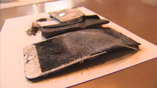 Chiếc iPhone cháy đen thu được tại hiện trường vụ án