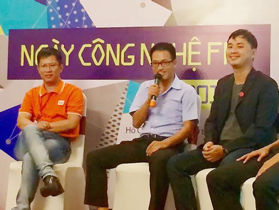 Ông Nguyễn Thanh Bình, sáng lập viên Cốc Cốc (ngồi giữa). Ảnh: H.L
