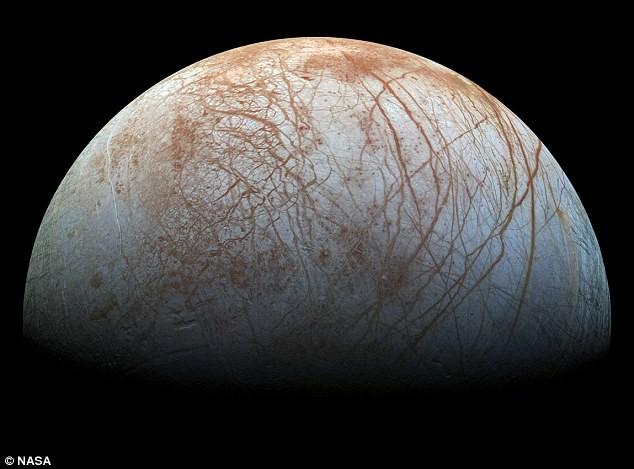 NASA sẽ tiếp cận gần hơn các hành tinh hứa hẹn có sự sống như Mặt trăng Europa của sao Mộc.