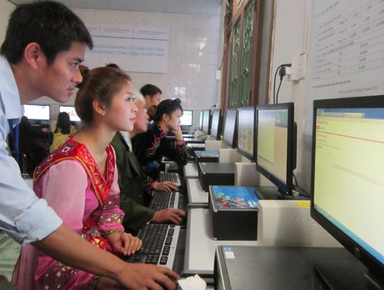 Tính đến cuối 2013, Việt Nam có hơn 22,4 triệu thuê bao Internet băng rộng và 3 DN cung cấp dịch vụ Internet có thị phần lớn nhất là VNPT, Viettel, FPT Telecom.