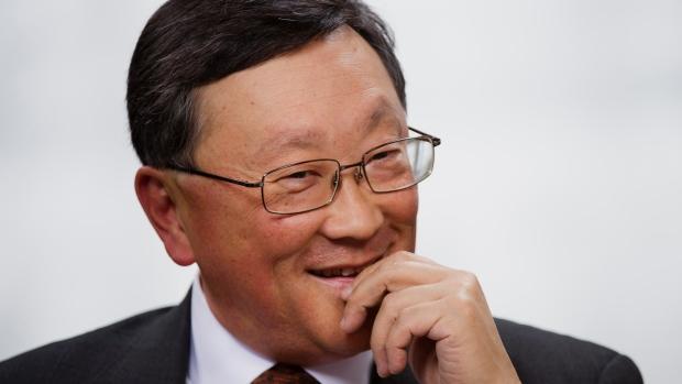 Nụ cười đã trở lại với CEO John Chen.