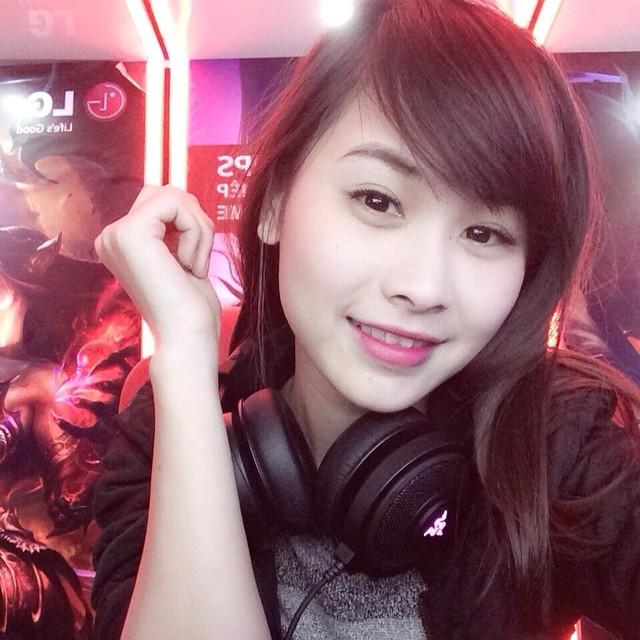 Tuy chưa có một danh hiệu tại những cuộc thi đấu chính thức nhưng trong làng game, Hồng Trang được nhận định là có tên trong top 10 những cô nàng chơi tốt nhất tại khu vực Hà Nội (game chiến thuật).
