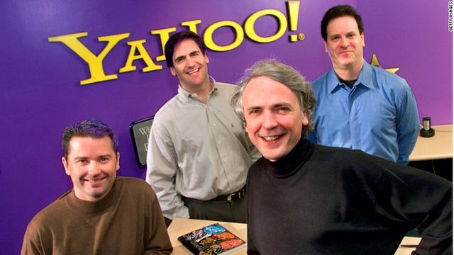 Yahoo thực hiện thương vụ mua lại Broadcast.com với giá 5,7 tỷ USD.