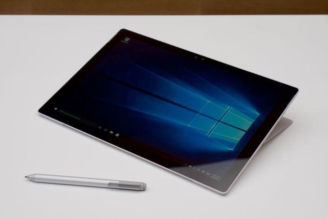 Surface Book ra mắt được đánh giá rất cao.