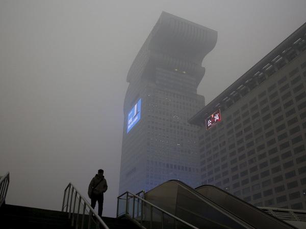 Tình trạng ô nhiễm không khí đã buộc sinh viên phải ở trong lớp học cả ngày.