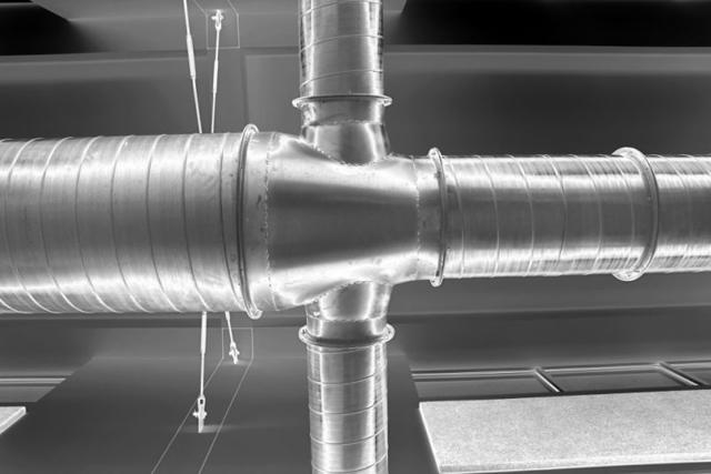 Ống dẫn trong hệ thống dẫn khí HVAC. Ảnh chụp bởi Jeremy Cox.