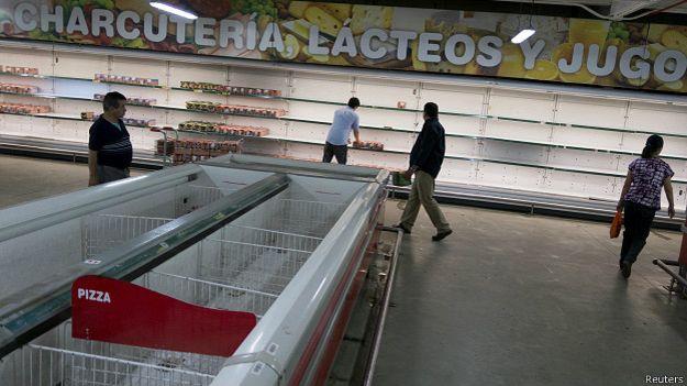 Tình trạng khan hiếm thực phẩm ở một siêu thị tại Venezuela