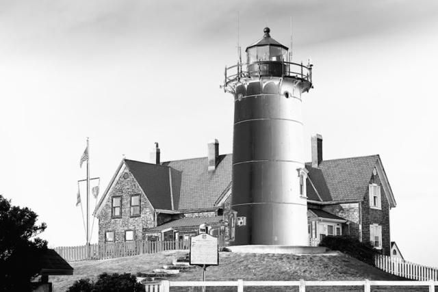 Hải đăng Nobska tại Massachusetts vào buổi hoàng hôn, ảnh chụp bởi Michael Orrantia.