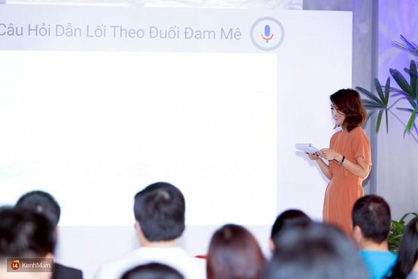 Nguyễn Phương Anh trong buổi họp báo giới thiệu dịch vụ tìm kiếm bằng giọng nói của Google Việt Nam.