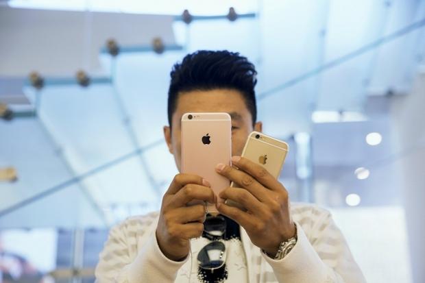 Một vị khác đã sớm thử nghiệm khả năng chụp selfie của iPhone 6s Plus phiên bản hồng vàng.