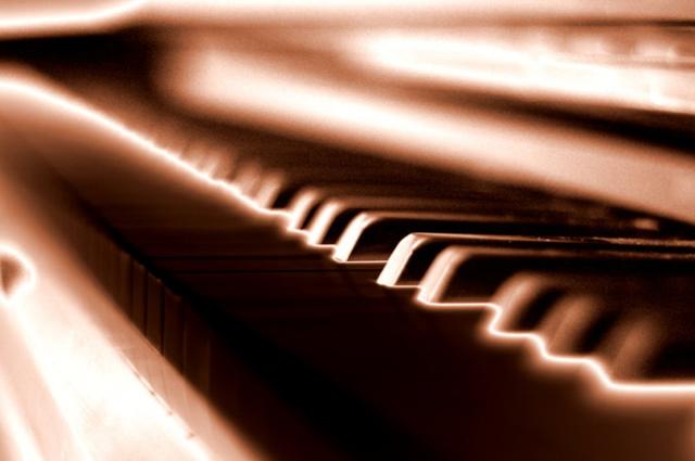 Chỉ là bàn phím piano nhưng cách mà John Warner làm đã thay đổi cái nhìn của người xem.