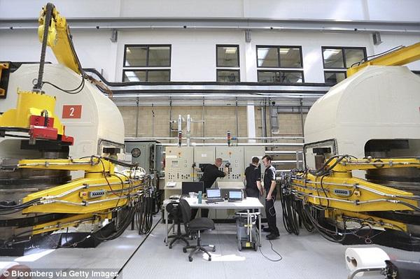 Quy trình sản xuất kim cương nhân tạo diễn ra trong phòng thí nghiệm không gây ô nhiễm môi trường như khai thác mỏ.