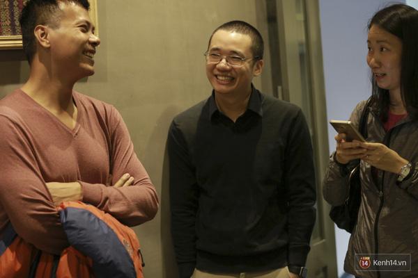 Chàn trai lạnh lùng của làng công nghệ Việt cười tươi trò chuyện cùng bạn bè