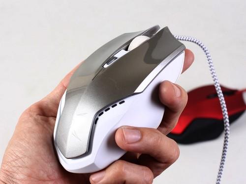 Cận cảnh chuột chơi game FoxXRay Armor giá mềm