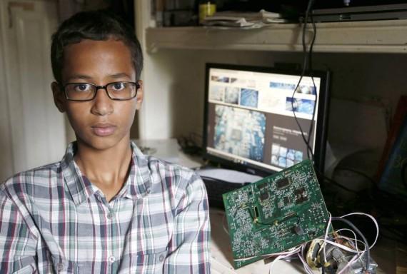 Ahmed Mohamed đang là tâm điểm chú ý của những ngày gân đây.