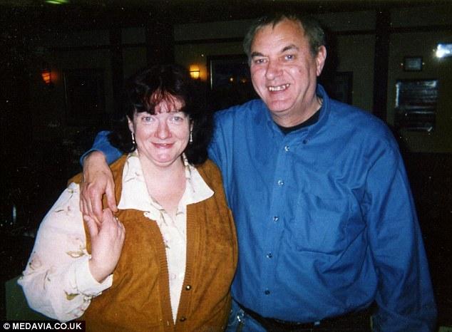 Adele Geraghty và Phil vào năm 2002