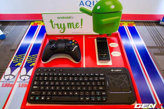 Dòng TV này có thể kết nối với bàn phím, chuột và tay cầm không dây.